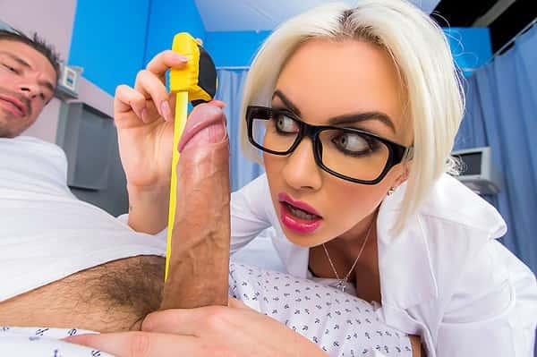 Doctor Adventure With Gigi Allens Measuring His Patient